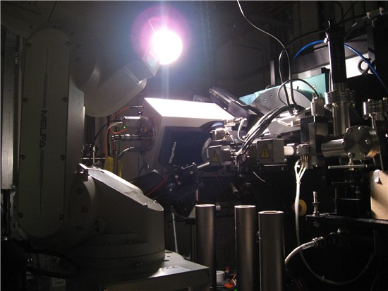 A picture of the diffractometer on I19